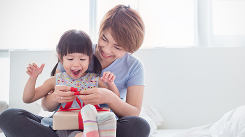 Giving older siblings gifts when a new baby arrives – Enfagrow A+ Philippines