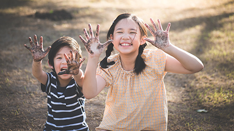 Sibling rivalry solutions – letting your kids try and solve their problems with each other – Enfagrow A+ Philippines